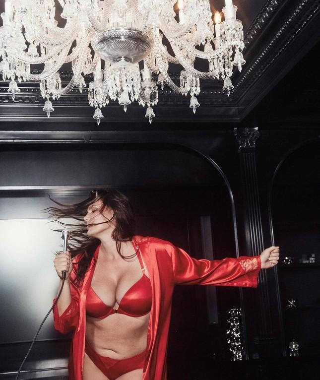 Đón Giáng sinh rực rỡ cùng các thiên thần nội y Victoria's Secret ảnh 8