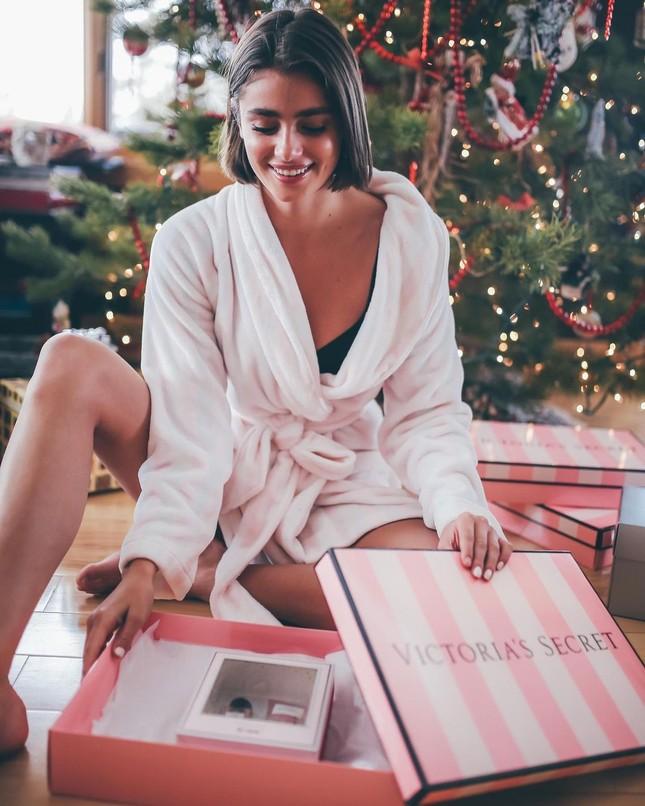 Đón Giáng sinh rực rỡ cùng các thiên thần nội y Victoria's Secret ảnh 1