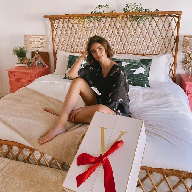 Đón Giáng sinh rực rỡ cùng các thiên thần nội y Victoria's Secret ảnh 2