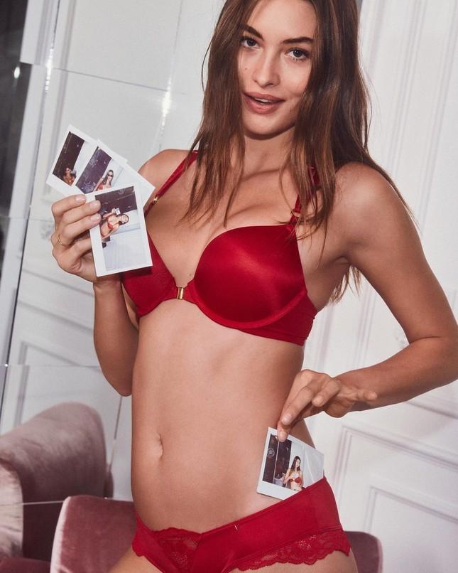 Đón Giáng sinh rực rỡ cùng các thiên thần nội y Victoria's Secret ảnh 10