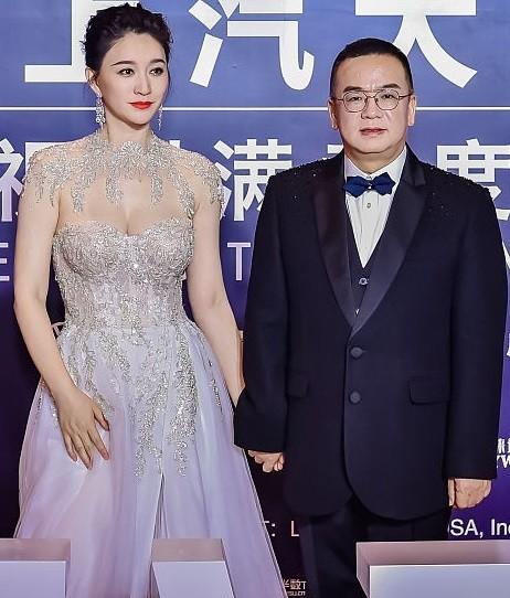 Người đẹp Hoa ngữ 44 tuổi khoe 'vòng 1' gợi cảm đầy sức sống ảnh 3
