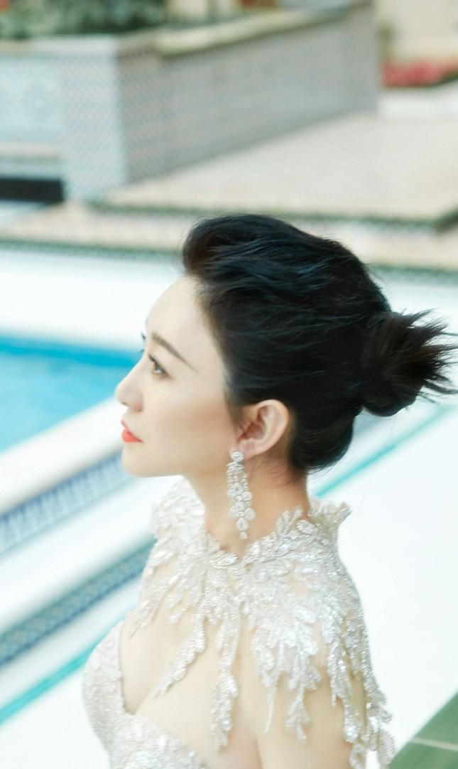 Người đẹp Hoa ngữ 44 tuổi khoe 'vòng 1' gợi cảm đầy sức sống ảnh 7