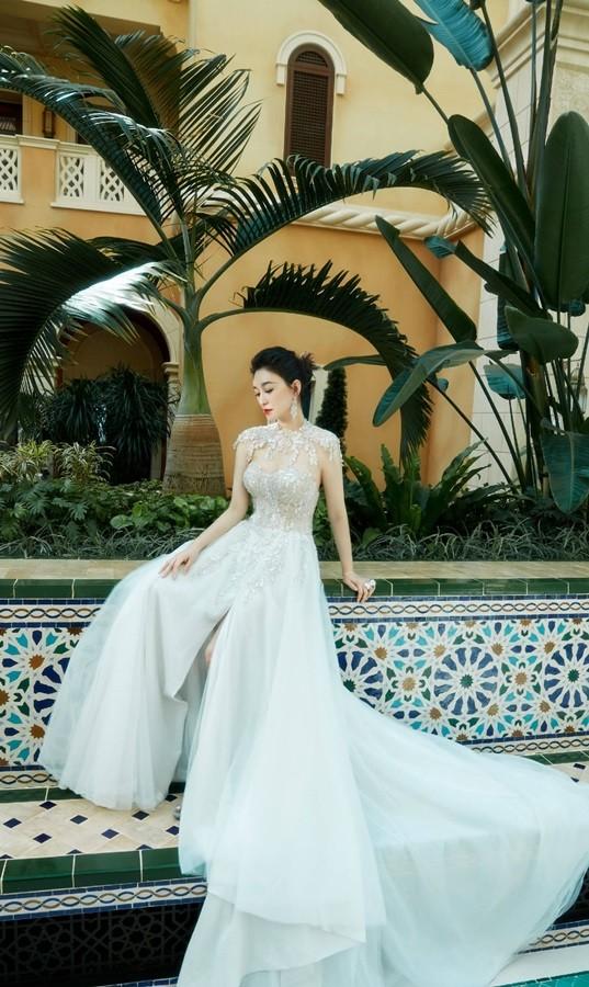 Người đẹp Hoa ngữ 44 tuổi khoe 'vòng 1' gợi cảm đầy sức sống ảnh 6
