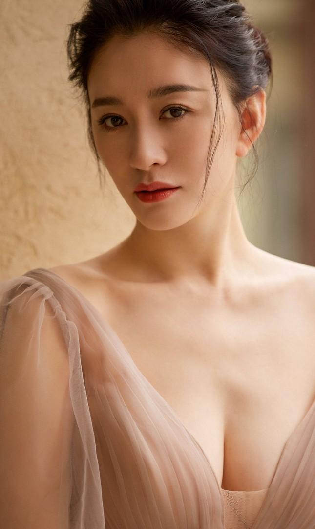 Người đẹp Hoa ngữ 44 tuổi khoe 'vòng 1' gợi cảm đầy sức sống ảnh 10