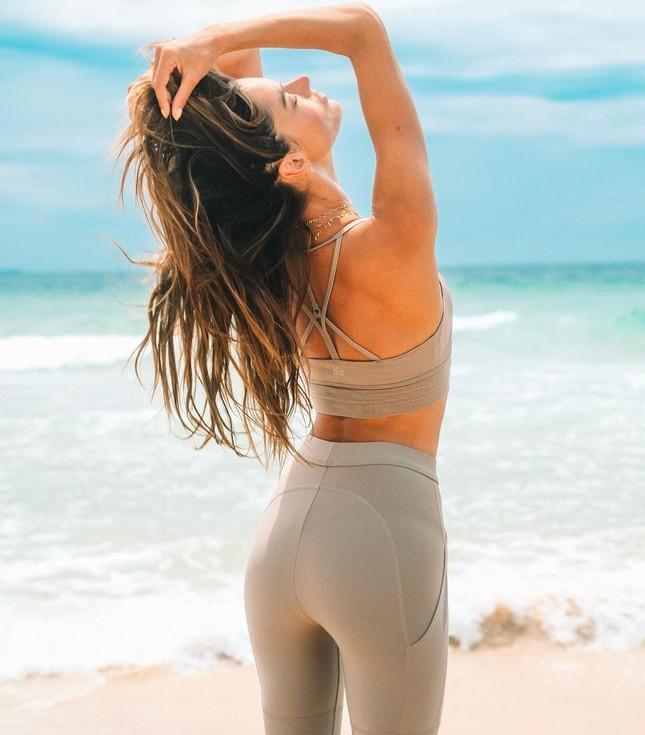 Nữ thần áo tắm Brazil thu hút mọi ánh nhìn trên biển ảnh 12