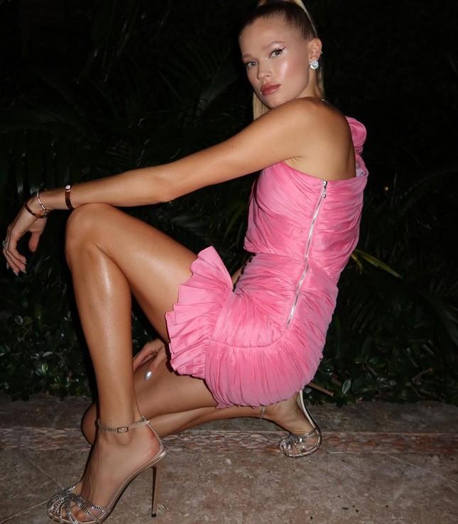 Sắc vóc 'gái một con' đỉnh cao của siêu mẫu Nga Vita Sidorkina ảnh 4