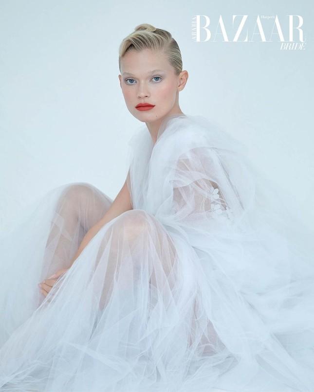 Sắc vóc 'gái một con' đỉnh cao của siêu mẫu Nga Vita Sidorkina ảnh 11