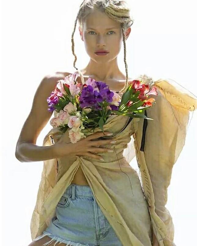Sắc vóc 'gái một con' đỉnh cao của siêu mẫu Nga Vita Sidorkina ảnh 15