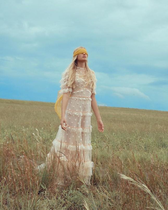 Sắc vóc 'gái một con' đỉnh cao của siêu mẫu Nga Vita Sidorkina ảnh 20