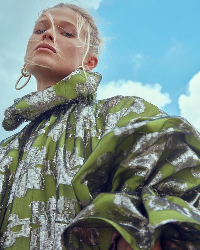 Sắc vóc 'gái một con' đỉnh cao của siêu mẫu Nga Vita Sidorkina ảnh 21