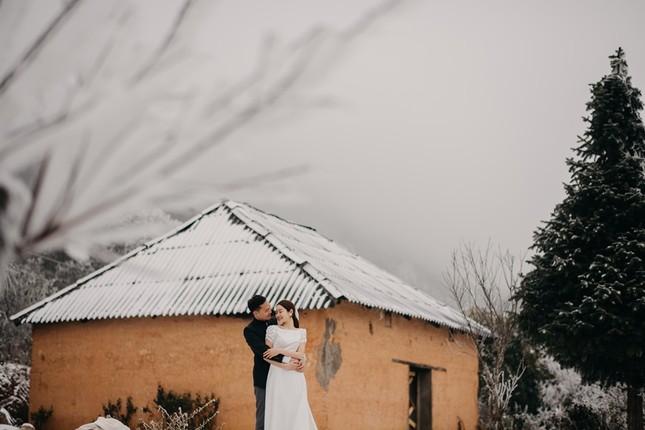 Cặp đôi chụp ảnh cưới lãng mạn như cổ tích giữa tuyết trắng ở Y Tý ảnh 4