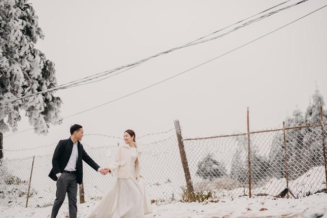 Cặp đôi chụp ảnh cưới lãng mạn như cổ tích giữa tuyết trắng ở Y Tý ảnh 9