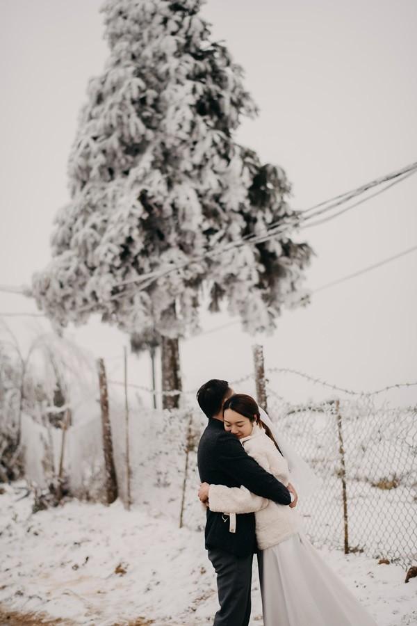 Cặp đôi chụp ảnh cưới lãng mạn như cổ tích giữa tuyết trắng ở Y Tý ảnh 11