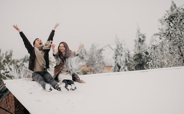 Cặp đôi chụp ảnh cưới lãng mạn như cổ tích giữa tuyết trắng ở Y Tý ảnh 12