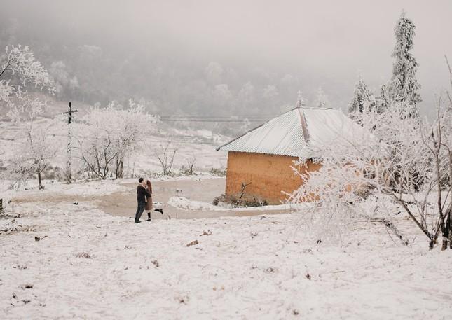 Cặp đôi chụp ảnh cưới lãng mạn như cổ tích giữa tuyết trắng ở Y Tý ảnh 19