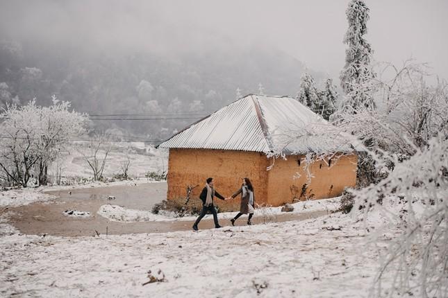 Cặp đôi chụp ảnh cưới lãng mạn như cổ tích giữa tuyết trắng ở Y Tý ảnh 20