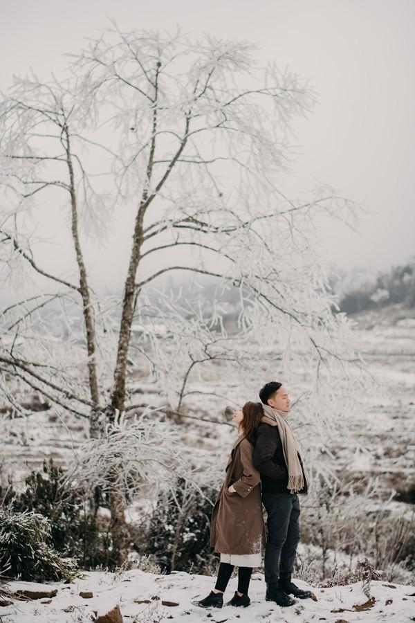 Cặp đôi chụp ảnh cưới lãng mạn như cổ tích giữa tuyết trắng ở Y Tý ảnh 17