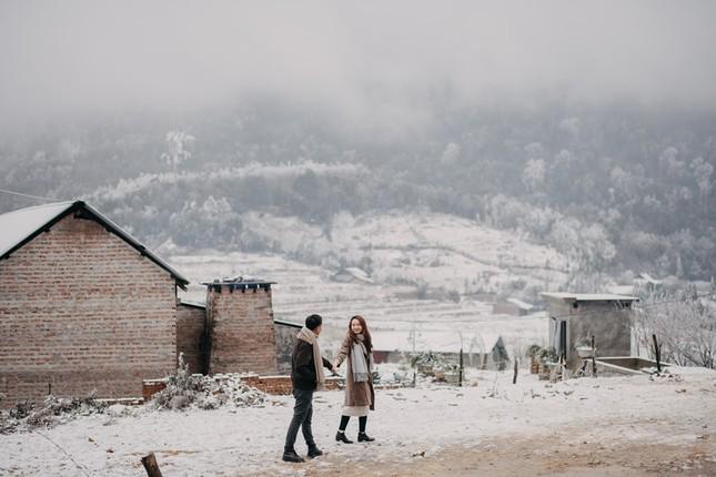 Cặp đôi chụp ảnh cưới lãng mạn như cổ tích giữa tuyết trắng ở Y Tý ảnh 18