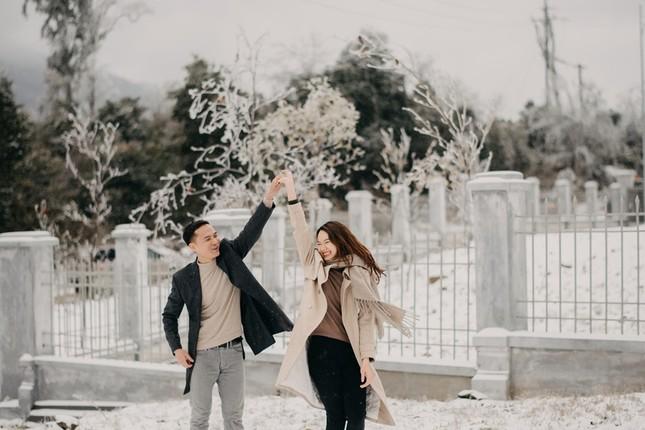 Cặp đôi chụp ảnh cưới lãng mạn như cổ tích giữa tuyết trắng ở Y Tý ảnh 15