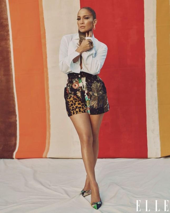 Jennifer Lopez phô diễn đường cong nóng bỏng trứ danh ảnh 14