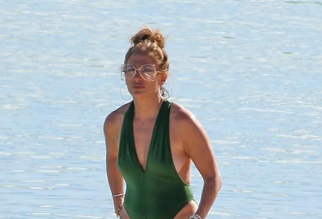 Jennifer Lopez phô diễn đường cong nóng bỏng trứ danh ảnh 1