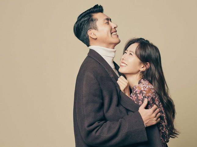 Son Ye Jin đón tuổi 39 ngập hoa và quà, fan tái hiện khoảnh khắc 'hạ cánh nơi anh' ảnh 6