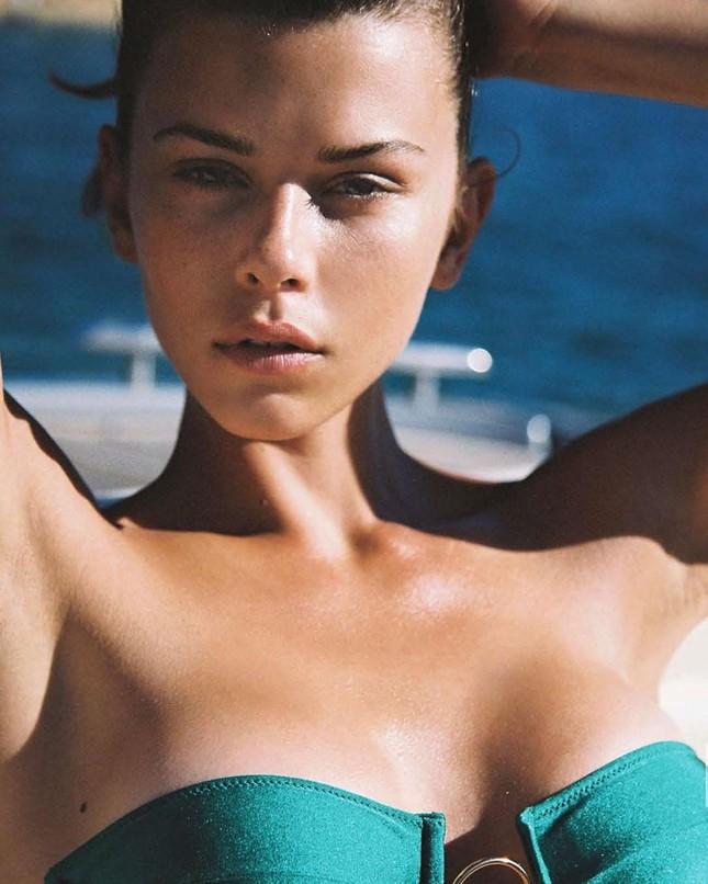 'Chân dài' 9x Georgia Fowler rực lửa với bikini ảnh 2
