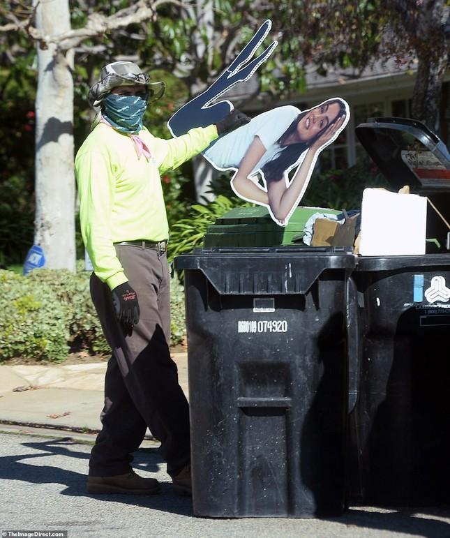 Sau chia tay, tài tử Ben Affleck vứt ảnh bạn gái vào thùng rác ảnh 1