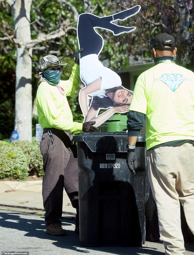 Sau chia tay, tài tử Ben Affleck vứt ảnh bạn gái vào thùng rác ảnh 3