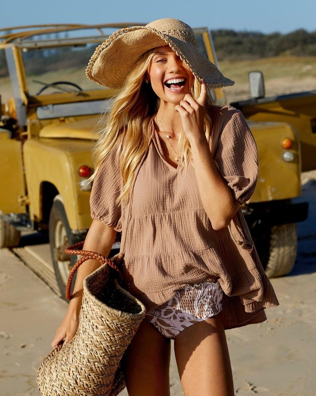 Người mẫu áo tắm Elyse Knowles siêu quyến rũ khi mang bầu ảnh 8