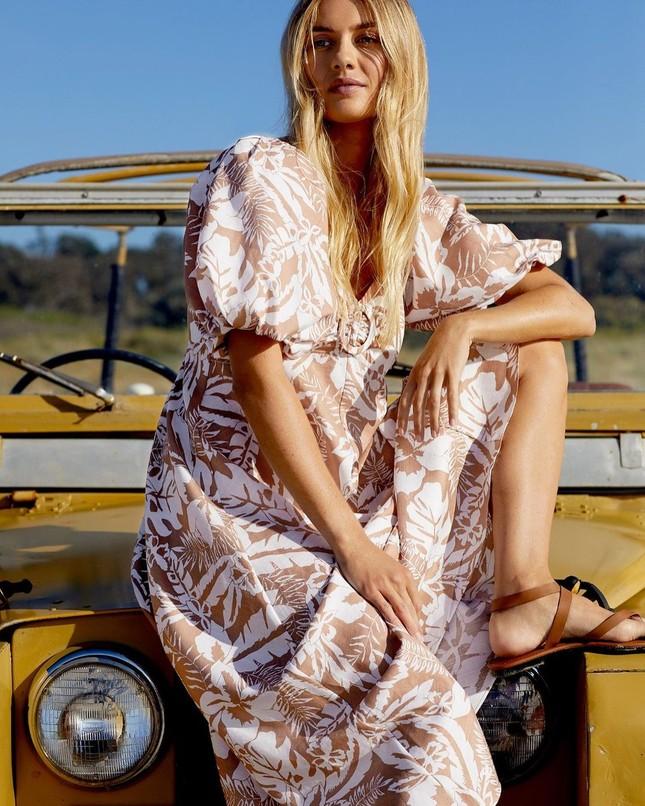 Người mẫu áo tắm Elyse Knowles siêu quyến rũ khi mang bầu ảnh 9