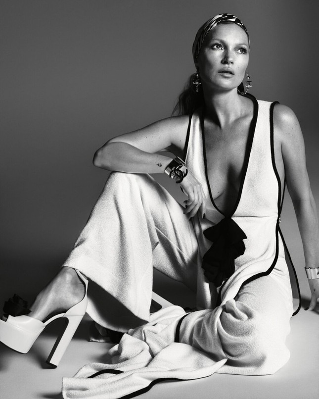 Kate Moss U50 gợi cảm đầy sức sống ảnh 9