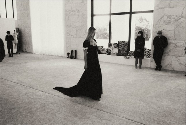 Kate Moss U50 gợi cảm đầy sức sống ảnh 3