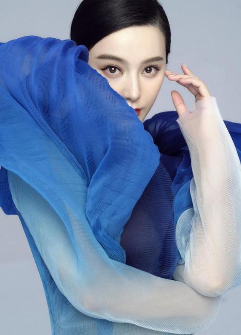 Phạm Băng Băng quyến rũ như nữ thần với váy siêu thực xuyên thấu ảnh 2