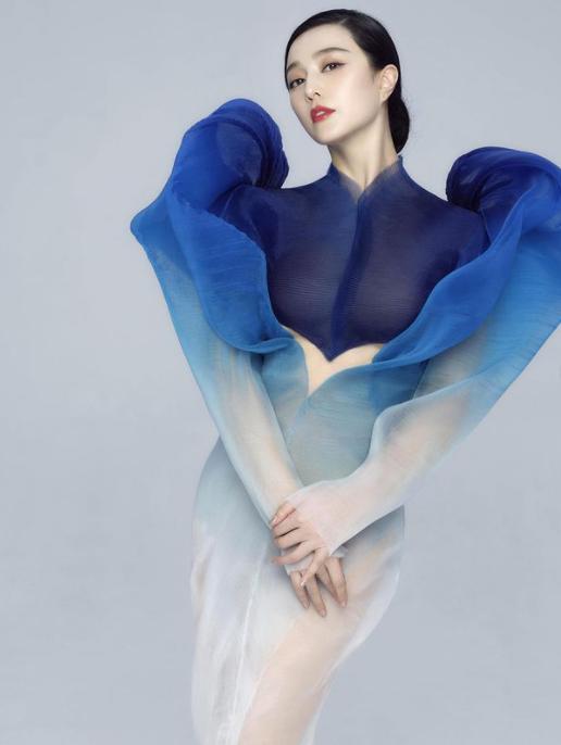 Phạm Băng Băng quyến rũ như nữ thần với váy siêu thực xuyên thấu ảnh 3