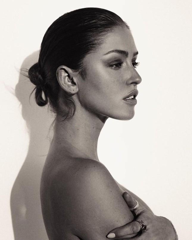 Dáng thon đẹp tuyệt mỹ của 'búp bê tóc vàng' Gigi Paris ảnh 11