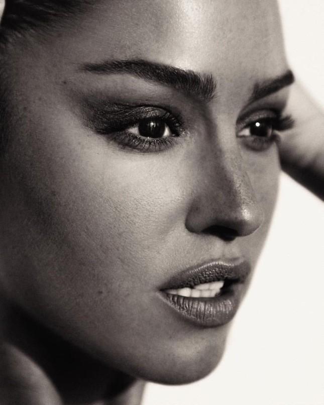 Dáng thon đẹp tuyệt mỹ của 'búp bê tóc vàng' Gigi Paris ảnh 12