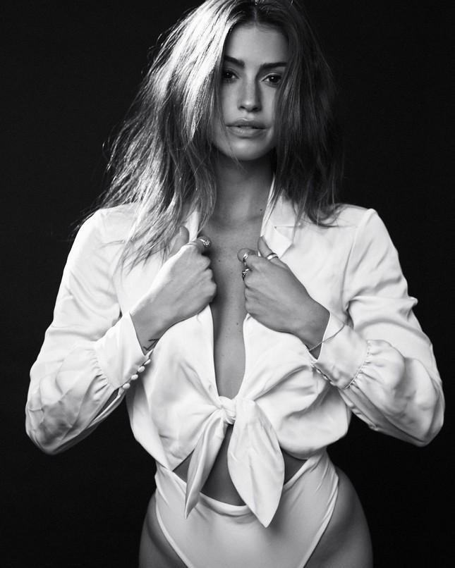 Dáng thon đẹp tuyệt mỹ của 'búp bê tóc vàng' Gigi Paris ảnh 15
