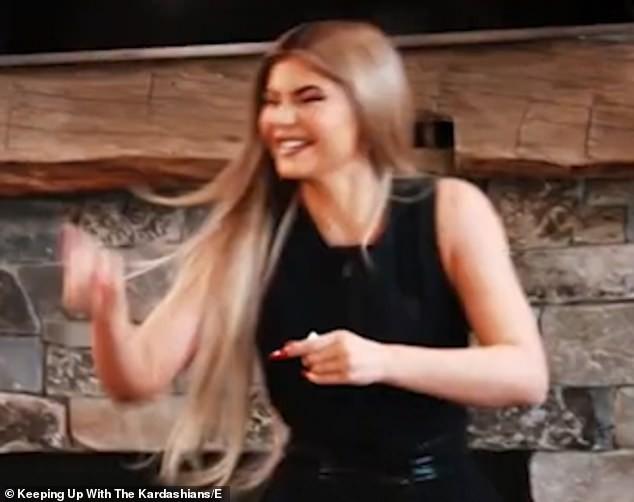 Em út 9x nhà Kardashian thả dáng 'gái một con' bốc lửa ảnh 10