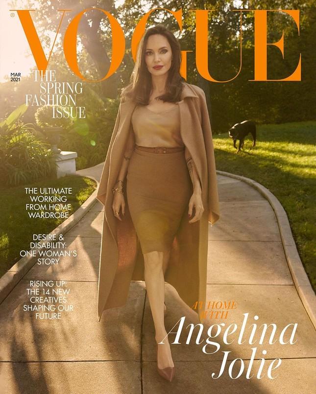 Angelina Jolie 45 tuổi quyến rũ với thần thái đỉnh cao ảnh 2