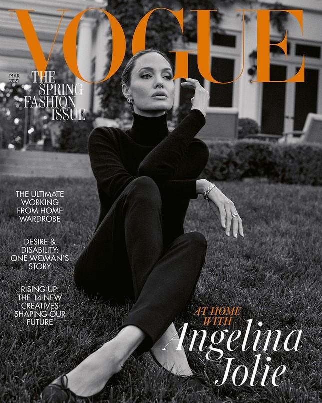 Angelina Jolie 45 tuổi quyến rũ với thần thái đỉnh cao ảnh 4