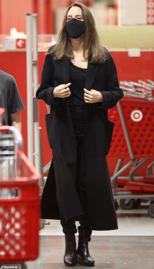 Angelina Jolie 45 tuổi quyến rũ với thần thái đỉnh cao ảnh 9
