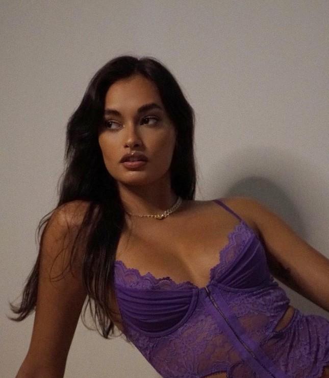 Nàng mẫu Brazil Gizele Oliveira xinh đẹp với nội y Valentine ảnh 4