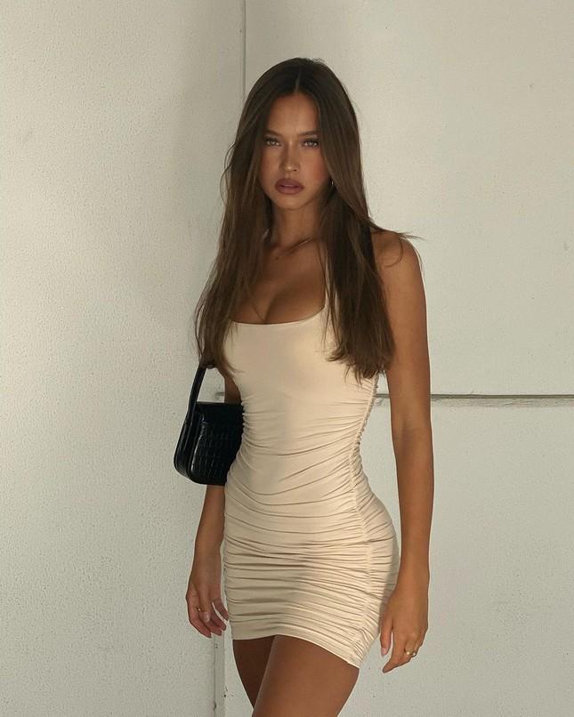 Nhan sắc ngọt ngào, thân hình tuyệt mỹ của nàng mẫu đôi mươi Isabelle Mathers ảnh 11