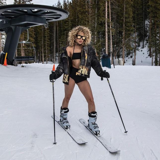 Người mẫu nóng bỏng Jasmine Sanders mặc bikini trượt tuyết ảnh 3