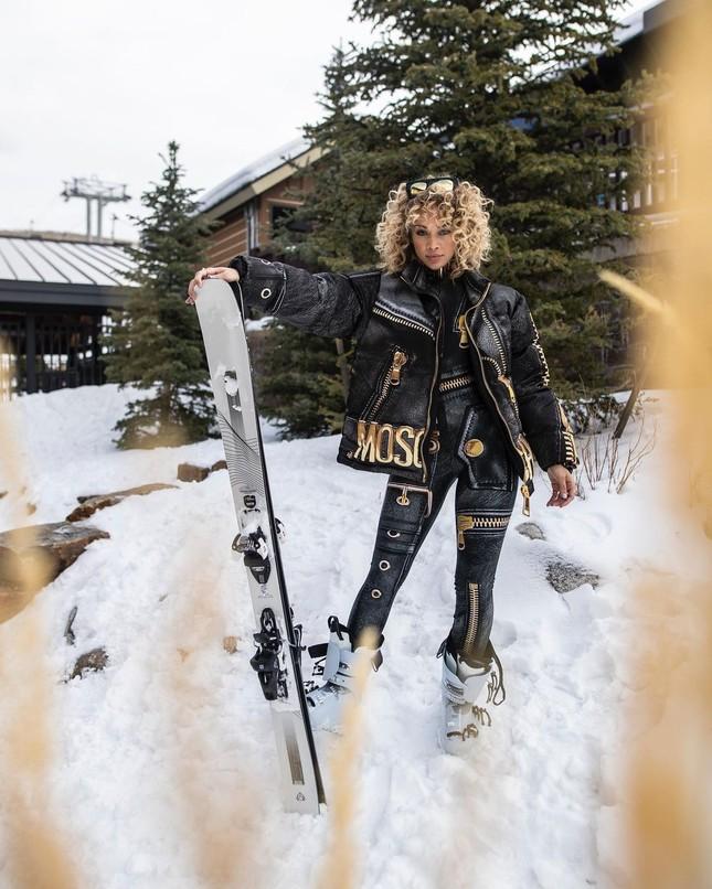 Người mẫu nóng bỏng Jasmine Sanders mặc bikini trượt tuyết ảnh 1