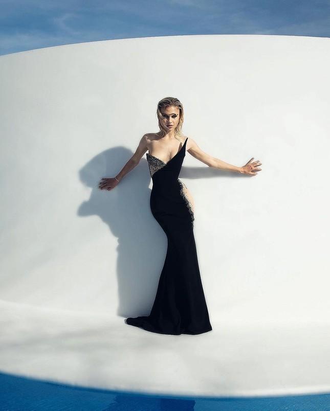 Những bức hình gợi cảm táo bạo của người mẫu Mỹ Meredith Mickelson ảnh 6