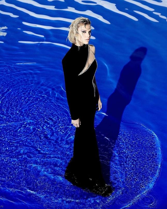 Những bức hình gợi cảm táo bạo của người mẫu Mỹ Meredith Mickelson ảnh 8