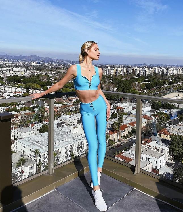 Những bức hình gợi cảm táo bạo của người mẫu Mỹ Meredith Mickelson ảnh 13