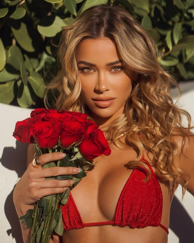Người mẫu gốc Cuba Cindy Prado nóng bỏng với áo tắm Valentine đỏ rực ảnh 1